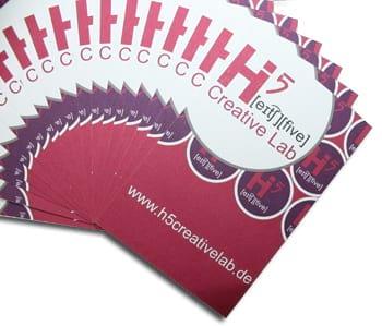 Druckprodukte: Visitenkarten, Plakate, aber auch Roll-Ups & mehr.